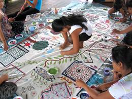Compra de artesanía en Taller Artesanal del Grupo Taihua