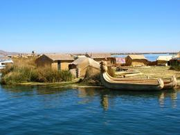 Medium_597676-an-uros-island-0